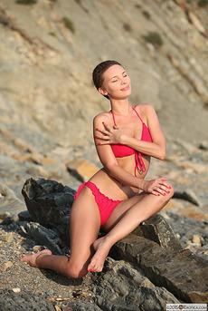 Glamorous Cecelia Wear Her Sexy Pink Bikini  01