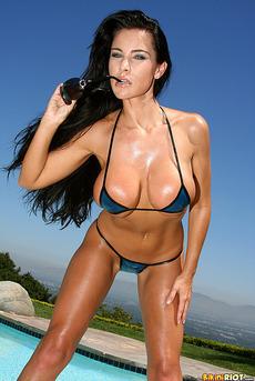 Laura Lee 02