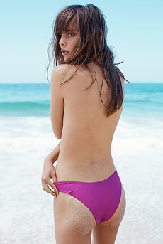Julie Beekman Posing In Colorful Binikies And Swimsuit 01