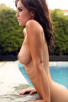 Famous Celebrity Rosie Jones Big Boobs 00