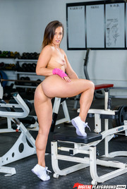 Sporty Round Assed Babe Kelsi Monroe Strips And Spreads In The Gym 11