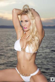 Jennifer Vaughn Strips Off Her Bikini 01