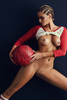 Hot Playmate Heather Depriest Likes The Sports 08