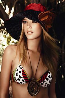 Gianne Albertoni Sexy In Bikini
