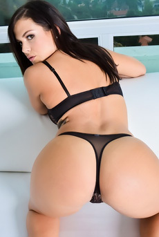 Curvy Babe Keisha Grey Strips Off Her Sexy Lace Lingerie
