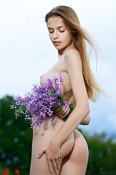 Natural beauty Elle Tan is a lover of the great outdoors