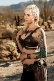 Amazing Khaleesi Of Game Of Thrones Shows Her Nude Body